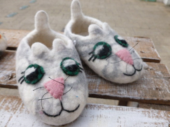cat_felt_slippers-4