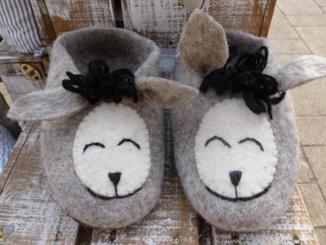 donkey_felt_slippers-3
