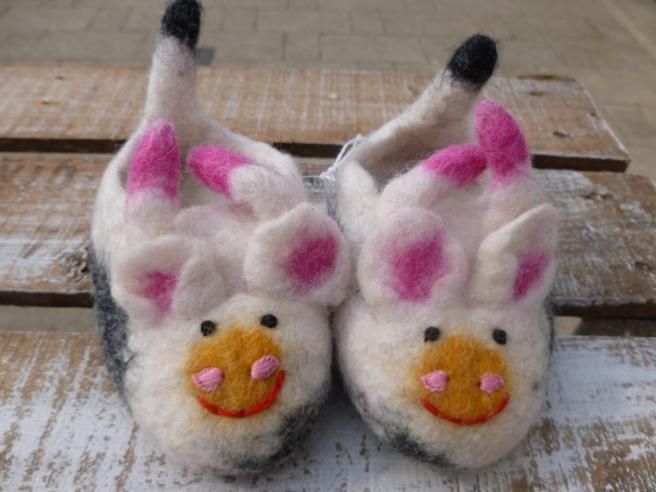 felt_cow_slippers-1